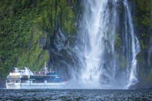 MIlford Sound reisen Neuseeland Urlaub Mietwagenreise Gruppenreise deutsch geführt Kleingruppenreise wasserfälleneuseelandexperte vor ort