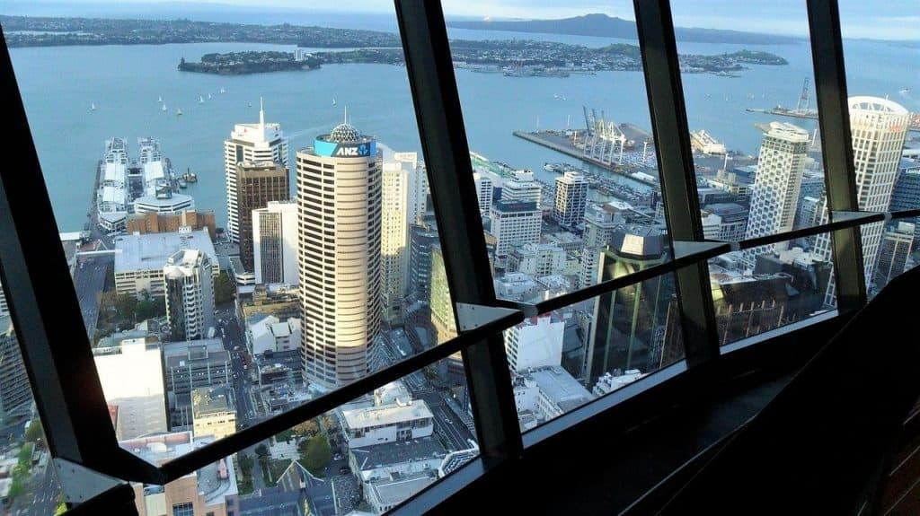 Auckland Sky Tower Fernsehturm Tagestouren Neuseeland Urlaub Auckland deutsch Reiseveranstalter Gruppenreise Individualreise Luxusreisen Neuseelandurlaub Auckland Tagestouren